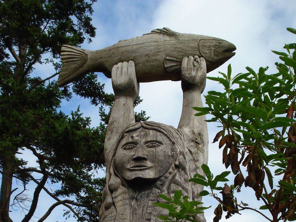 Maiden of Deception Pass story pole carved by carved by Tracy Powell. Photo: Cody Logan (CC BY-NC-SA 2.0)