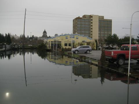 Olympia high tide, Dec 28, 2010. Photo: Johanna Ofner (CC BY-NC-SA 2.0) https://www.flickr.com/photos/sweetetc9/5301201482