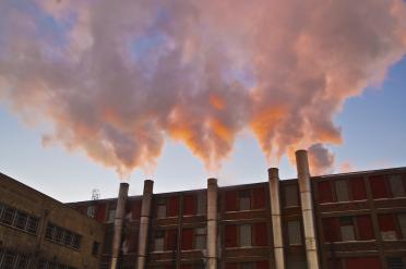 Smokestacks in sunlight. Photo: Joe Brusky (CC BY-NC 2.0 https://creativecommons.org/licenses/by-nc/2.0/)