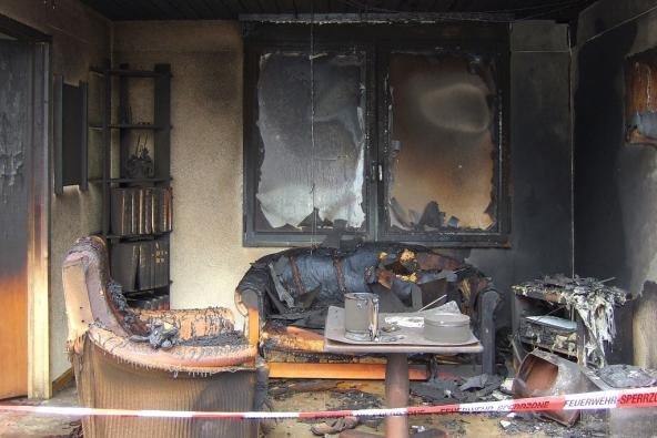 Room fire simulation shows burned furniture. Photo: Kecko (CC BY 2.0) https://www.flickr.com/photos/kecko/3648477592/