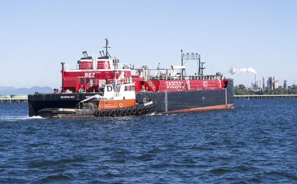 Oil barge, SEASPAN 827, in Fildalgo Bay with tug boat, Rosario. Photo: DanaStyber (CC BY-ND 2.0) https://flic.kr/p/f2SYAB