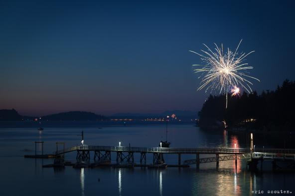 Hood Canal Fireworks near Poulsbo, Washington. Photo: Eric Scouten. (CC BY-NC-ND 2.0) https://www.flickr.com/photos/ericscouten/7506197890/