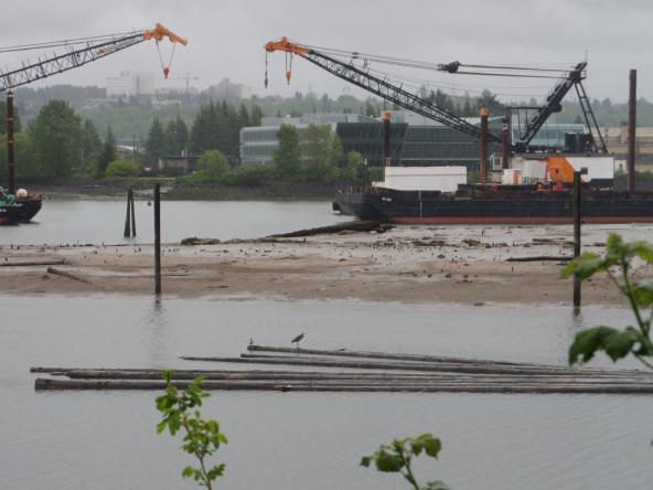 Lower Duwamish Waterway dredging on superfund site. Photo: Gary Dean Austin (CC BY-SA 2.0) https://www.flickr.com/photos/49648789@N08/17069420399
