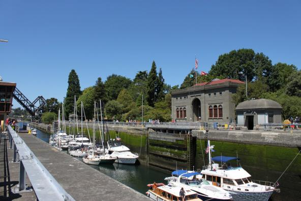 Boats waiting at the Ballard Locks on July 4, 2015. Photo: SounderBruce (CC BY-SA 2.0) https://www.flickr.com/photos/sounderbruce/19458328991
