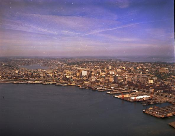 Aerial view of waterfront and downtown Seattle, circa 1968. Photo: Seattle Municipal Archives (CC-BY-2.0) https://commons.wikimedia.org/wiki/File:Aerial_of_waterfront_and_downtown_Seattle,_circa_1968.jpg