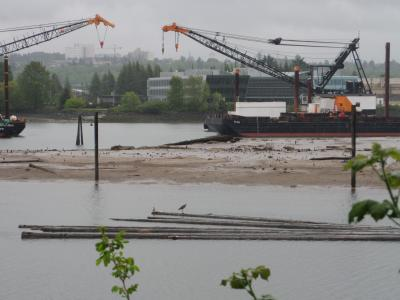 Lower Duwamish Waterway dredging on Superfund site. Photo: Gary Dean Austin (CC BY-SA 2.0) https://www.flickr.com/photos/49648789@N08/17069420399/