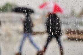 Raindrops on a cafe window.  Photo: Jim Culp (CC BY-NC-ND 2.0) https://www.flickr.com/photos/jimculp/7140363701