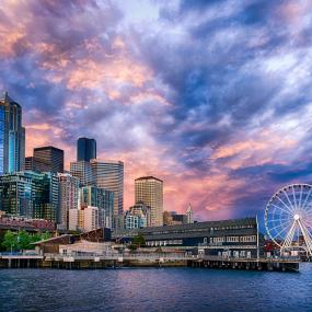 Seattle's central waterfront at sunset. Photo: Michael Matti (CC BY-NC 2.0) https://www.flickr.com/photos/michaelmattiphotography/9090323308/